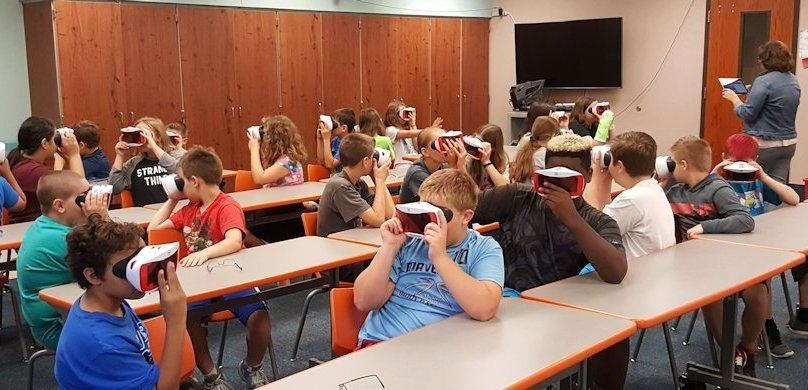 Students in School Activites (Athletics, Classrooms, Plays, Band, Art Projects) (Blair Pointe Students using Virtual Reality in class.jpg)